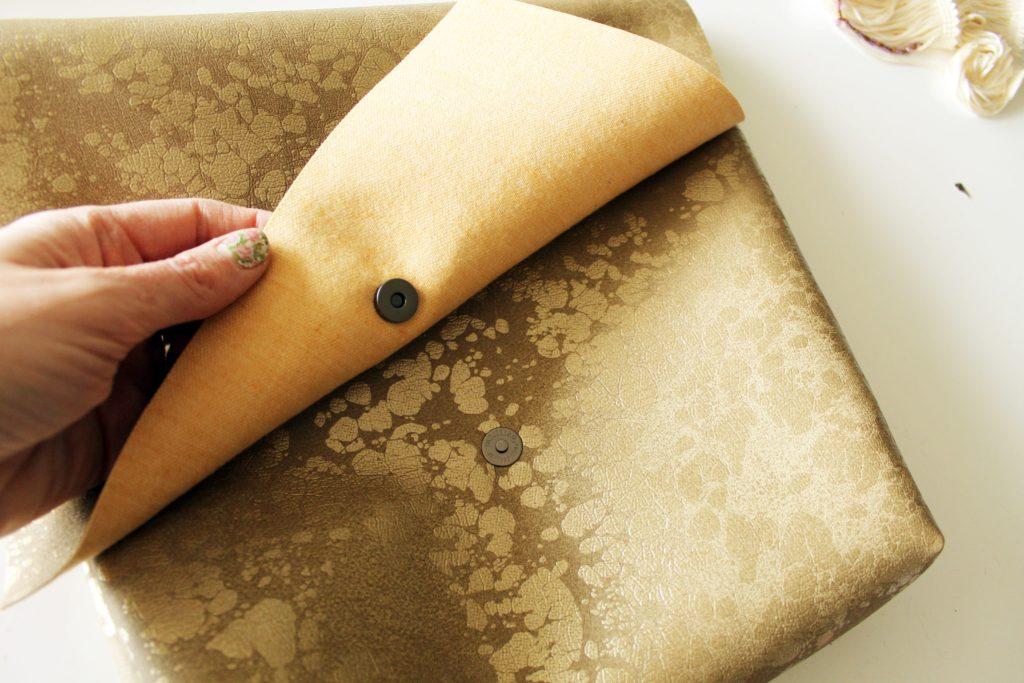 Sew a DIY Messenger Bag from scratch!