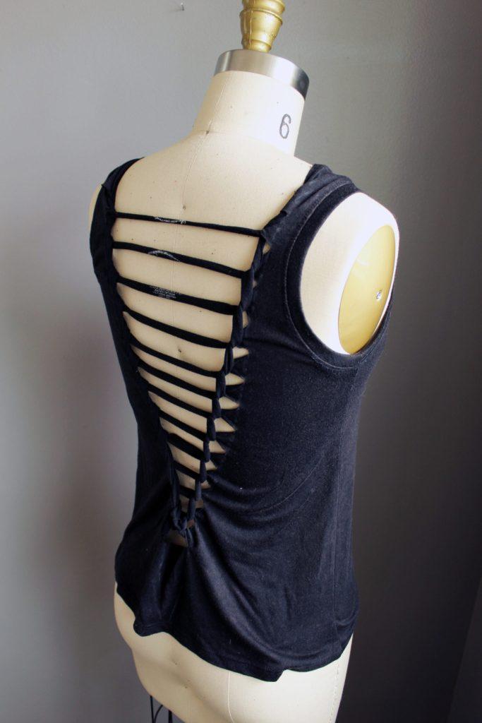Refashion a tshirt by weaving the back. Easy tutorial