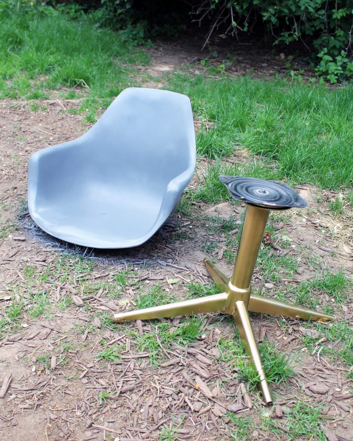 DIY Midcentury Modern Chair Makeover painting
