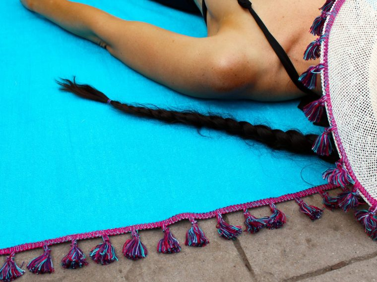 How to make a DIY beach towel with boho tassels. Easy sewing tutorials