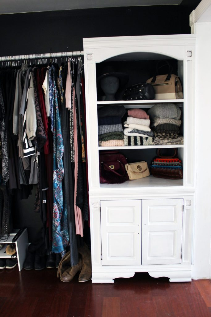 How to make a closet from an old bookcase