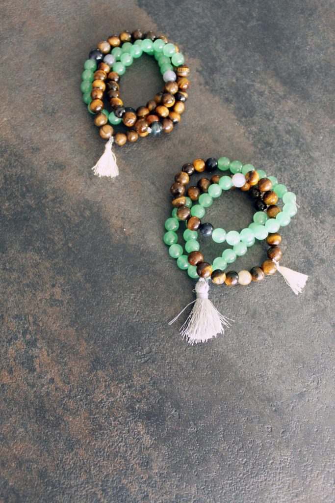 quick DIY Christmas gifts to make jewelry bracelets