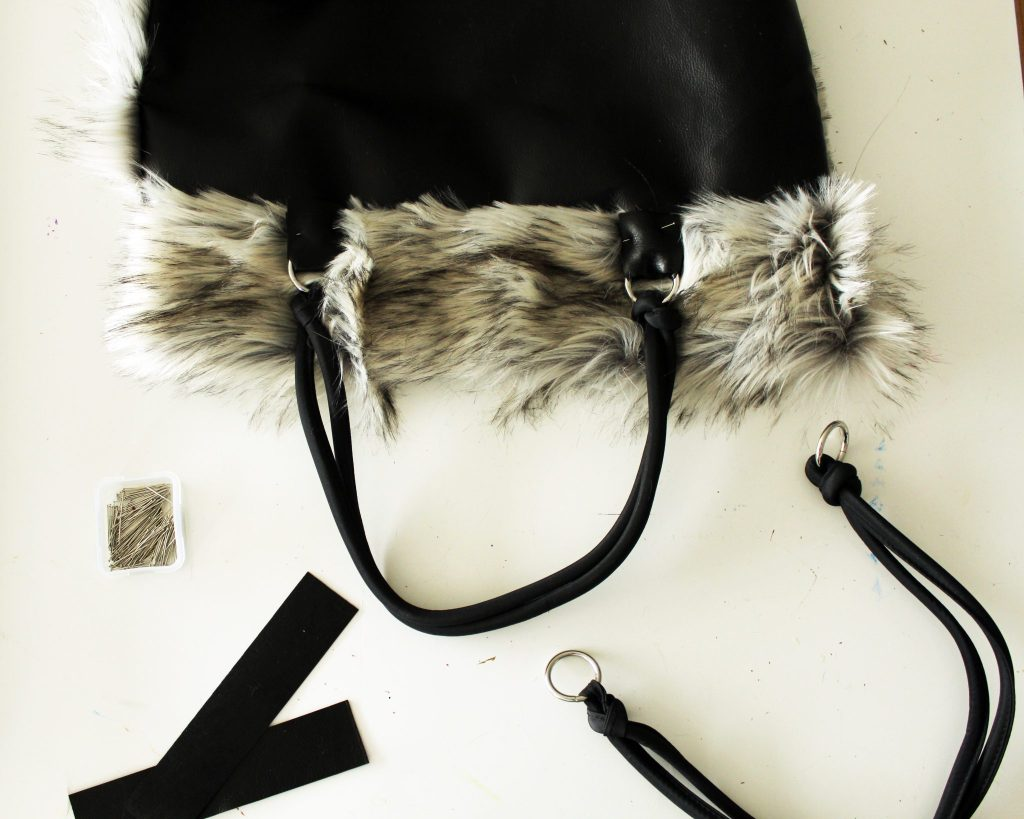 How to make a freversible tote with fur and leather