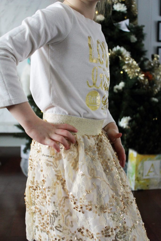 How to make a pull on elastic waistband sequin skirt for little girls detail