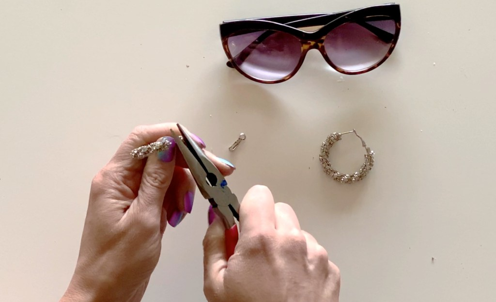 how to refashion sunglasses with DIY rhinestones