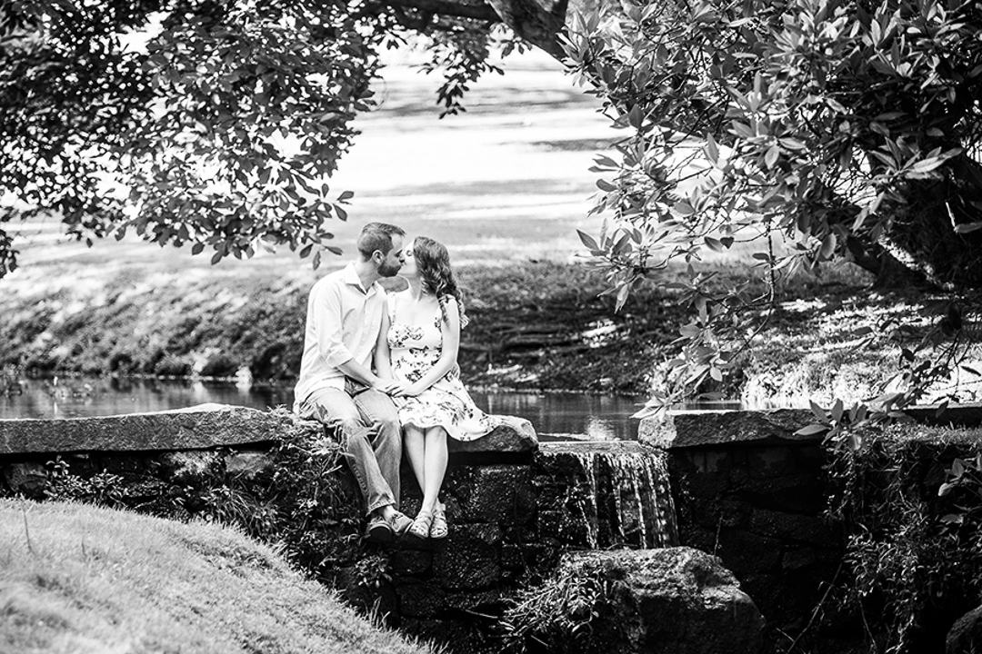 Couple kissing at Valley Garden Park