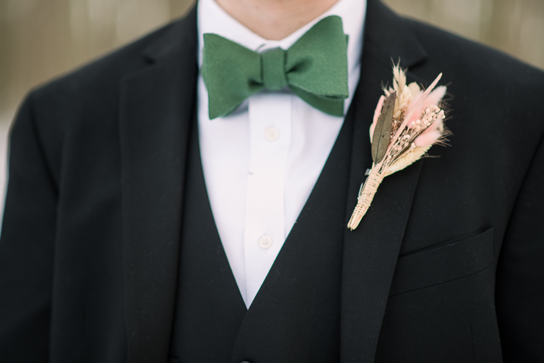 Groom's boutonniere and bowtie