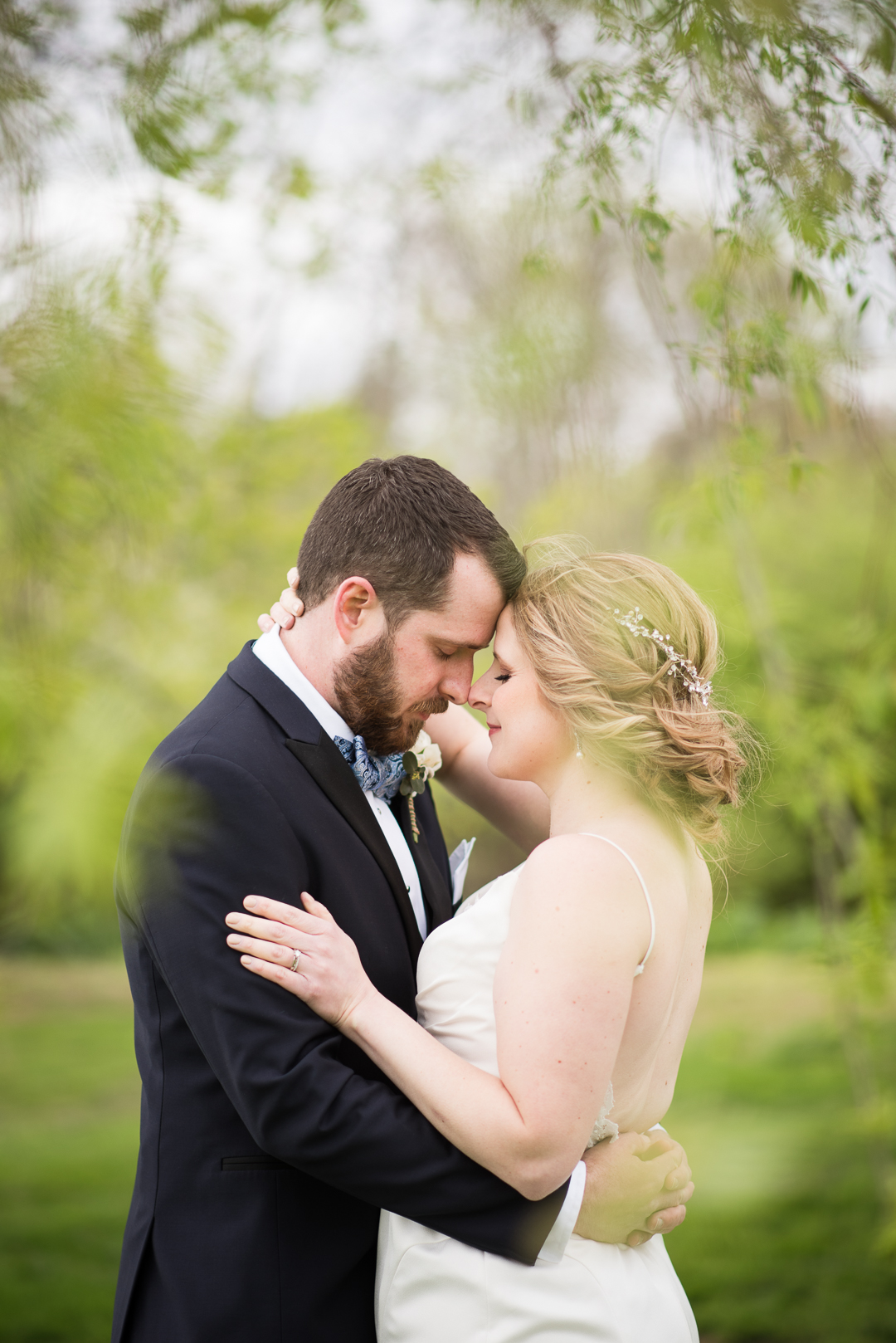 bride and groom by willow tree