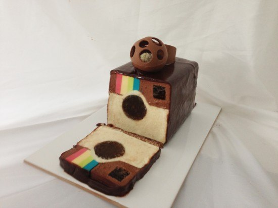 A short Instagram story, a logo and the cake.