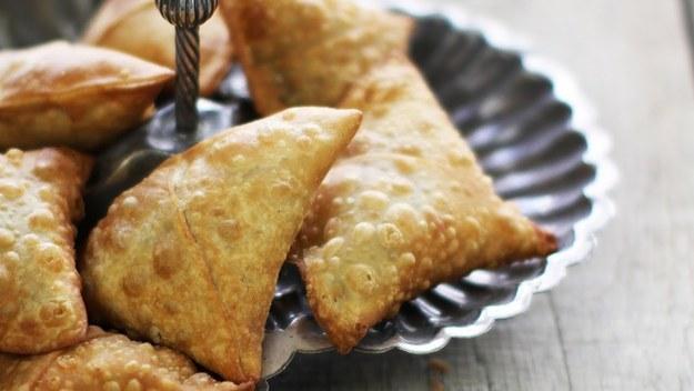 Ramadan-recipe-green peas-and-potatoes-samosa