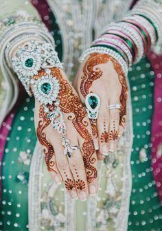 simple accessorised bridal mehndi