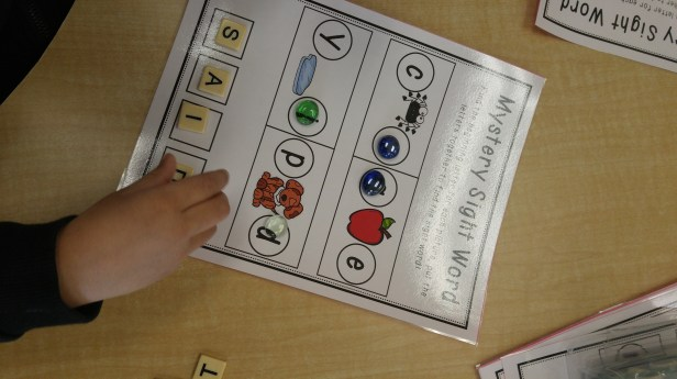 Fun and engaging kindergarten sight word activities. Learn to read and write the different sight words by using beginning sounds.