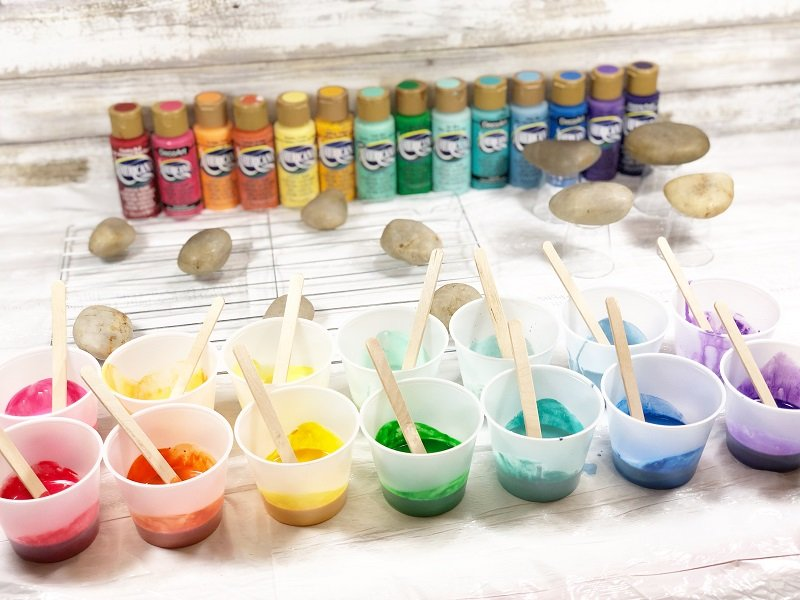 Paint Pour Rainbow Rocks with Creatively Beth and DecoArt for Craft Lightning