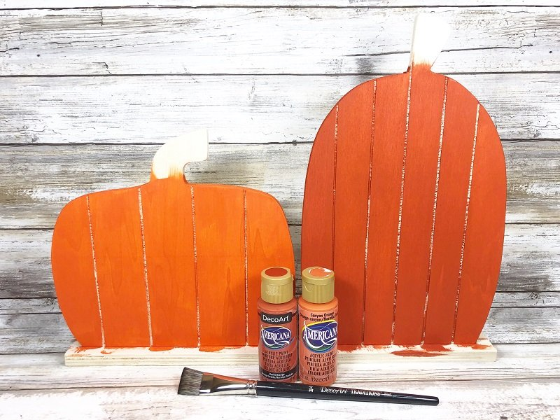 Creatively Beth paint wooden pallet pumpkins with acrylic craft paint