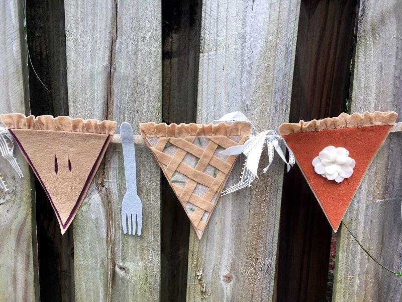 Creatively Beth adds felt forks to a Fall Pie Banner for some DIY fun!#creativelybeth #thanksgivingcrafts #piebanner #feltcrafts #piegarland #pumpkinpiebanner