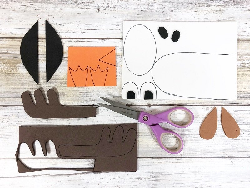 Download, trace and cut out features Craft Stick Arctic Animals Creatively Beth #creativelybeth #craftstickcrafts #dollartreecrafts #kidscrafts