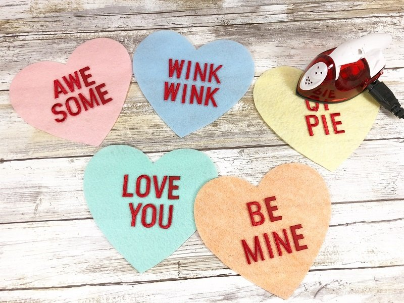 Add messages to conversation candy hearts by Creatively Beth #valentinecrafts #heartcrafts #feltcrafts #creativelybeth