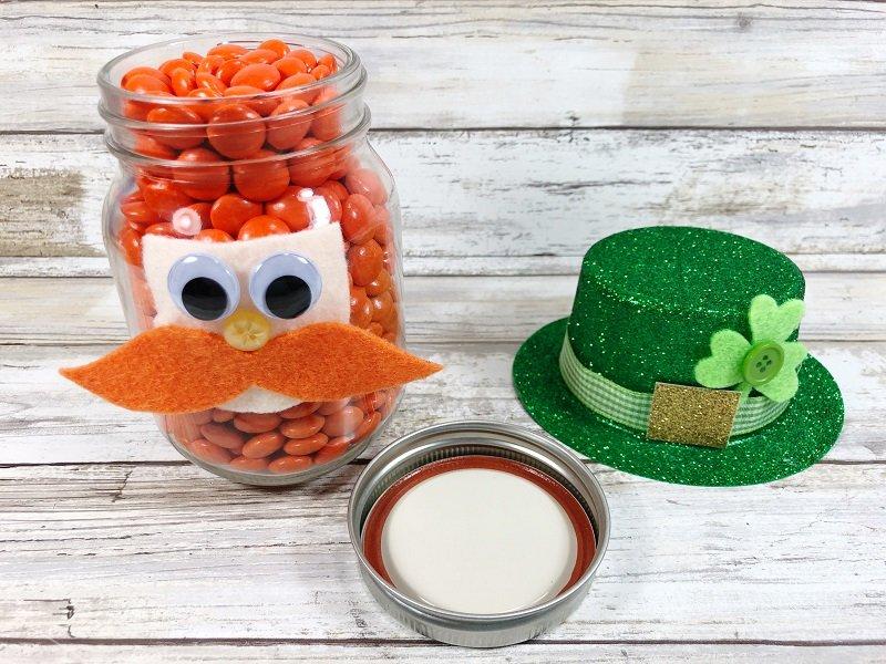 Decorate the Dollar Tree Hat Creatively Beth #creativelybeth #masonjarcrafts #leprechaun #stpatricksday #kidscrafts
