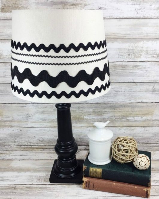 DIY-FARMHOUSE-LAMP