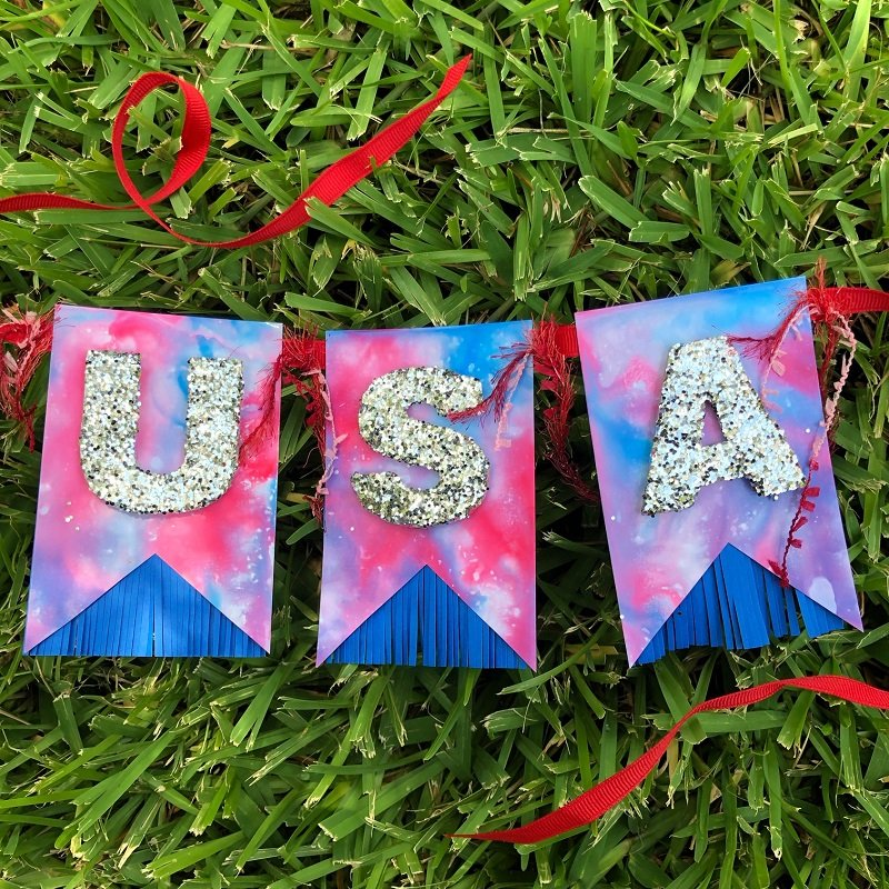 Tie-Dye for the Fourth with Tombow Dual Brush Pens Creatively Beth #creativelybeth #tiedye #tombowdualbrushpens #splashtechnique #patriotic #crafts