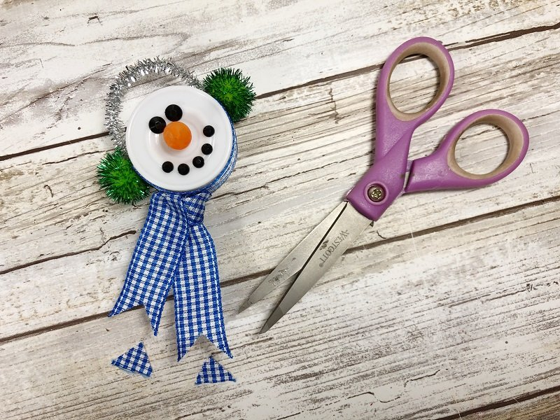 Fishtail the ends of the ribbon to finish Creatively Beth #creativelybeth #dollartreecrafts #christmas #ornaments