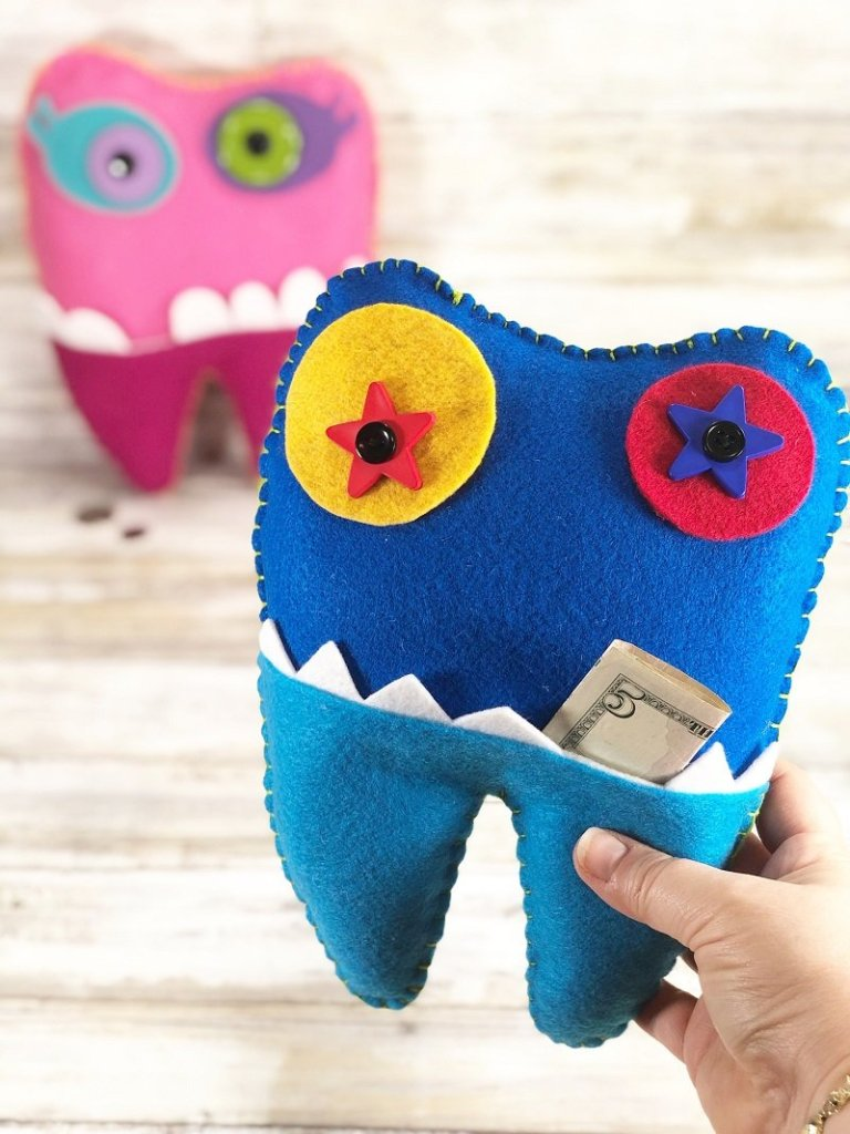 Tooth Fairy Monster Pillow for Boys and Girls with FREE Patterns Creatively Beth #creativelybeth #toothfairy #fairfieldworld #80daysofpolyfil #polyfil #felt #monster #craft