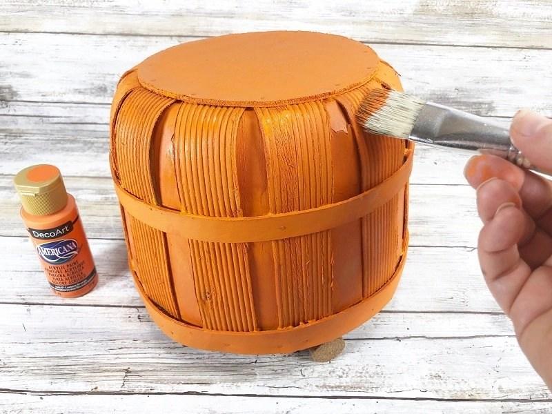 Highlight with Jack-O-Lantern Orange acrylic paint Creatively Beth #creativelybeth #dollartree #craft #falldecor #bushelbasket #pumpkin #craft