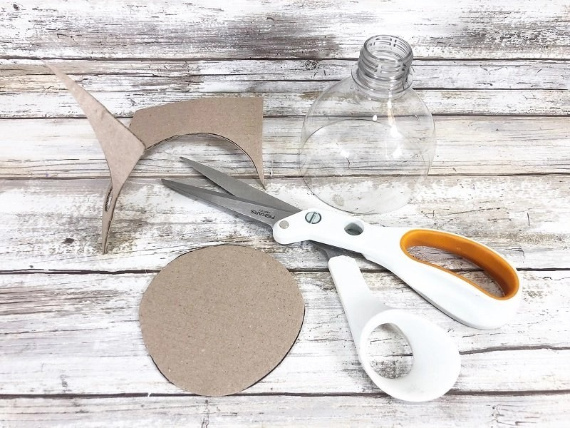 Cut out the cardboard circles with scissors Creatively Beth #creativelybeth #valentinesday #hersheykiss #recycledcrafts