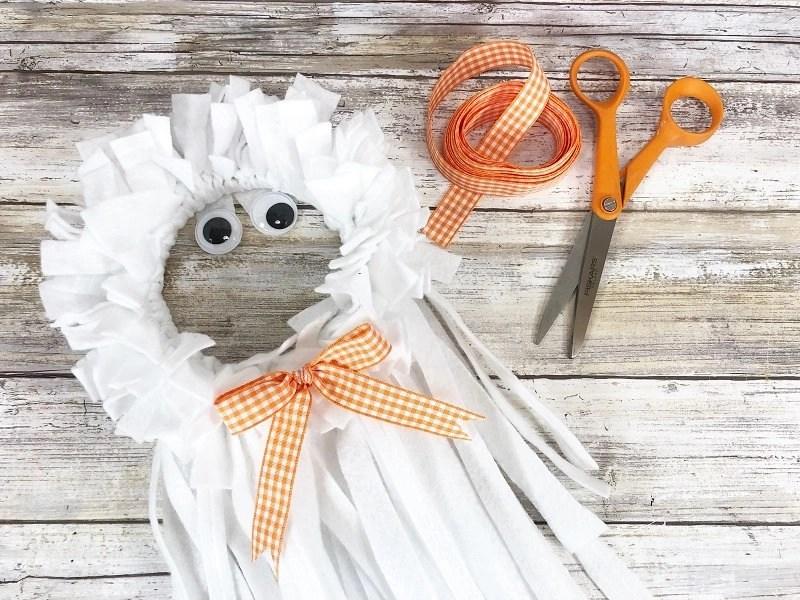 Scrap Felt Hoop Ghost for Halloween Fun by Creatively Beth #creativelybeth #feltcrafts #halloween