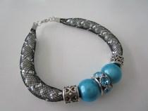 Tuto bracelet tube resille et charms bleu