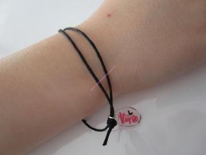 DIY: un bracelet Chica Vampiro en plastique fou