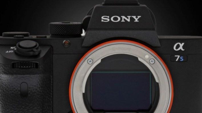 في السابق كانت خطوة التحويل من نظام كاميرات معين الى نظام اخر خطوة بحاجة الى الكثير من التفكير، سيتوجب عليك التفكير في العدسات والملحقات والعلامة التجارية والكثير من الامور الاخرى، لكن مع سوني فإن الامر دائما ما يكون مختلف، قام العملاق الياباني Sony بالاعلان عن تخفيض اسعار كاميرات سوني من سلسلة alpha والتي تشمل العديد من الطرازات بما في ذلك A7 III وسوني A7S II وسوني A9 بما يصل إلى 500 دولار امريكي. بالنسبة لأولئك الذين يعملون وفق ميزانية محددة، يمكنك الحصول على كاميرات سوني A6600 و سوني A6000 بخصم يصل الى 200 دولار و 150 دولار أمريكي على التوالي، فيما يلي يمكنك العثور على قائمة اسعار كاميرات سوني الجديدة التي تشملها العروض والخصومات التي سيستفيد منها مصوري الفيديو والمصورين الفوتوغرافيين على حد سواء. * تخفيض اسعار كاميرات سوني الفا لعام 2020 كاميرا سوني Sony a9 خصم 500 دولار امريكي سوني a7s II خصم 400 دولار امريكي Sony a7r II خصم 400 دولار امريكي كاميرا a7r III خصم 300 دولار امريكي سوني a7r IV خصم 300 دولار امريكي سوني a7 III خصم 300 دولار امريكي كاميرا سوني a6600 خصم 200 دولار امريكي كاميرا سوني a6000 خصم 150 دولار امريكي اقرأ ايضاً | الكشف عن أول مستشعر كاميرا في العالم مزود بتقنية الذكاء الاصطناعي من Sony ما زلنا غير متأكدين مما إذا كانت هذه التخفيضات في الأسعار لها علاقة بالاعلان عن كاميرا Sony A7S III التي طال انتظارها، أم أنها مجرد خطوة تسويقية مخططة أخرى من سوني، الا ان هناك شيء واحد مؤكد وهو توفير ما يصل إلى 500 دولار في هذه الأوقات التي تشهد تراجع في مبيعات الكاميرات بشكل عام وهو امر مرحب به بالطبع، لذلك إذا كنت تحاول الحصول على كاميرا سوني Alpha جديدة فإن اليوم هو يوم حظك بالتأكيد. هل لديك احدى كاميرات سوني؟ هل تنوي الحصول على واحدة جديدة؟ شاركنا برأيك في خانة التعليقات اسفل المقال ولا تنسى تقييم الموضوع لمساعدتنا على تقديم محتوى افضل, للمزيد من المعلومات قم بزيارة موقع Sony.