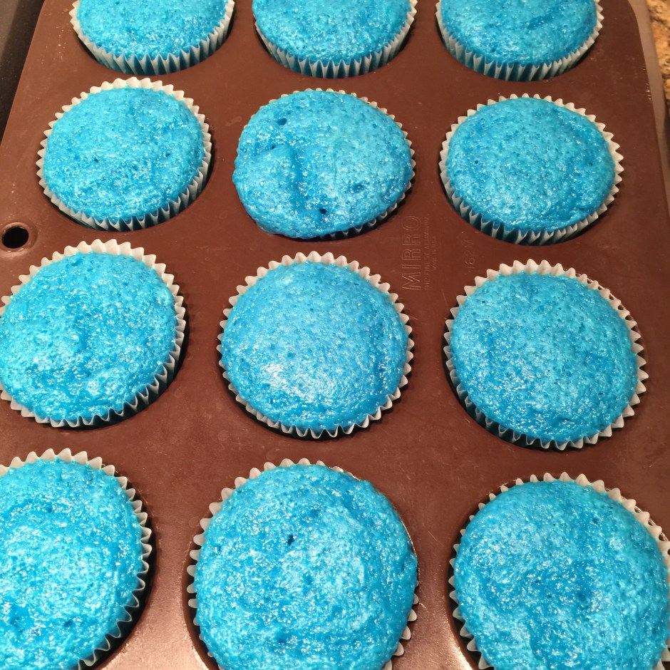 Soda cake  cupcakes with blue velvet cake and 12 oz of Sprite.