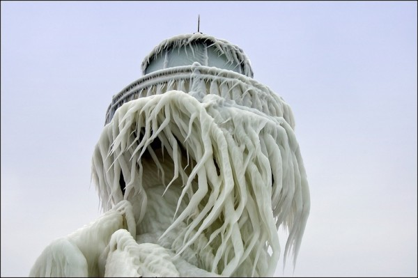 frozen-lighthouses-7[2]