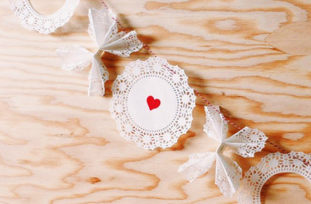 x and o vanlentines day doily garland