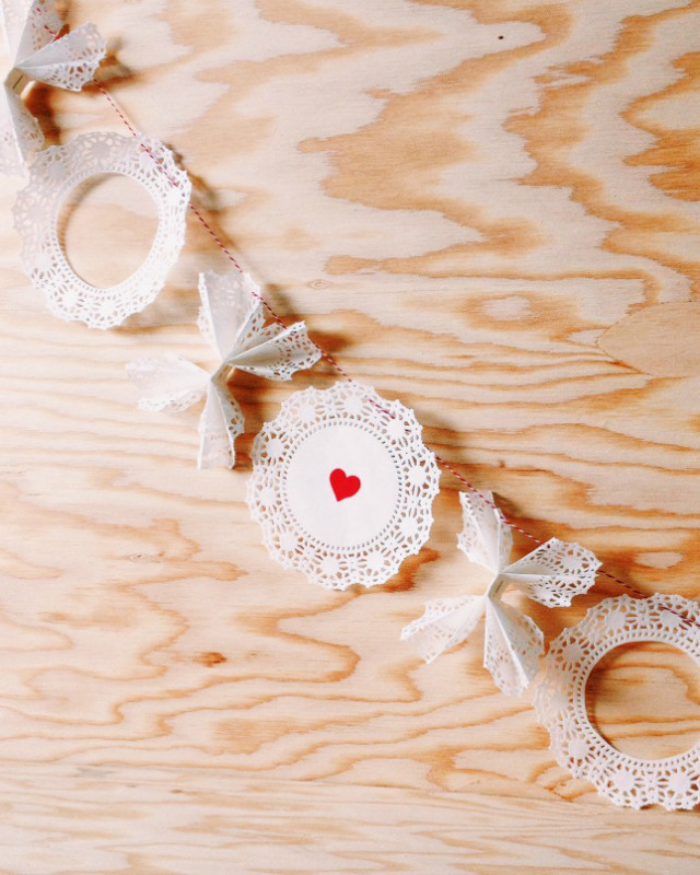 DIY easy to make valentines day x and o garland decor