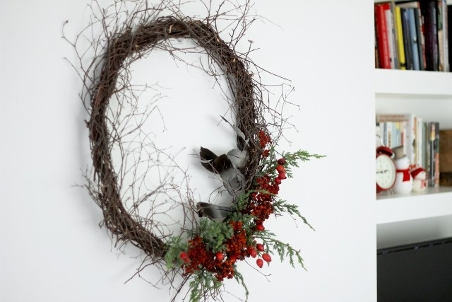 gorgeous simple wreath for the holidays | Home Decor