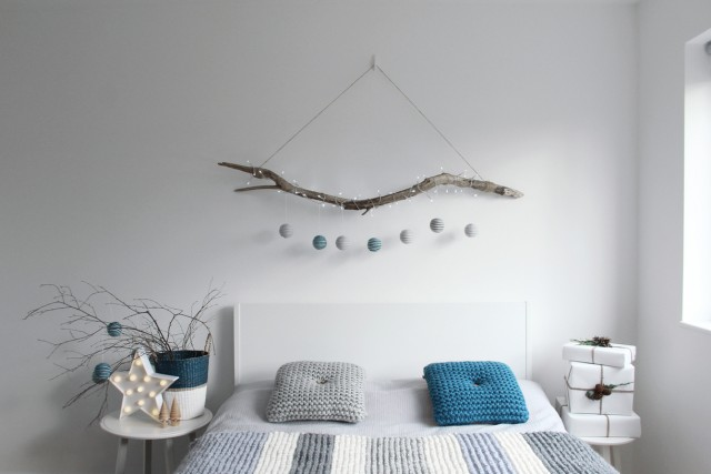 Simple and Modern Holiday bedroom decor | Prinku