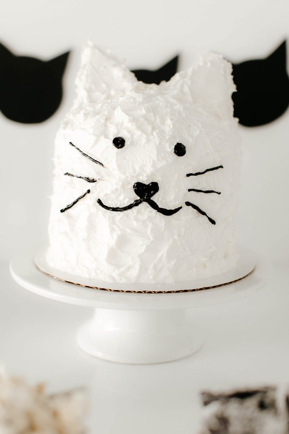 Love this Black and White Cat Cake on a Dessert Table