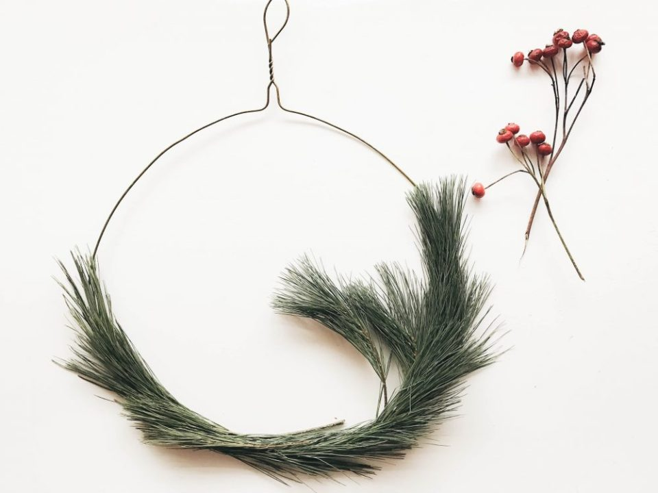 DIY Ten Minute Holiday Wreath Hanger | Easy Christmas Decorations for your home or to gift to a friend