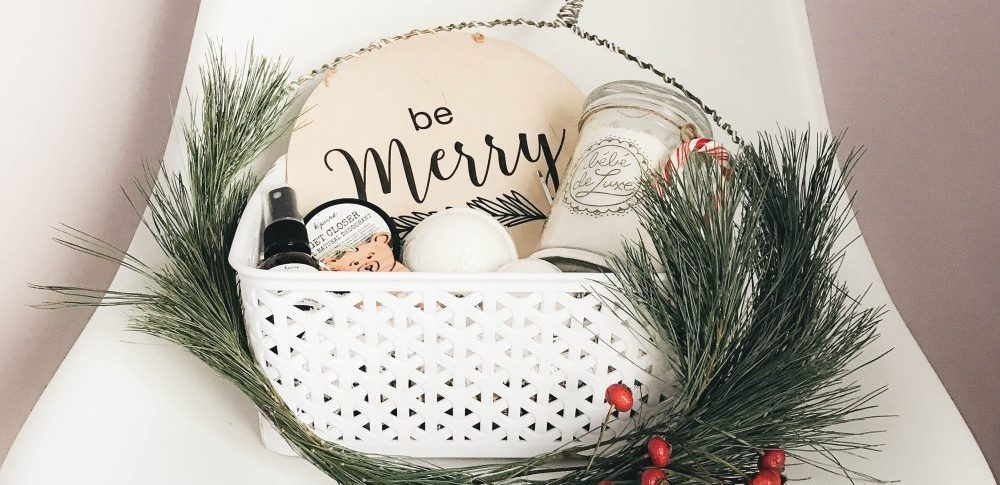 DIY Holiday Gift Basket for the Family Gathering Host/ess