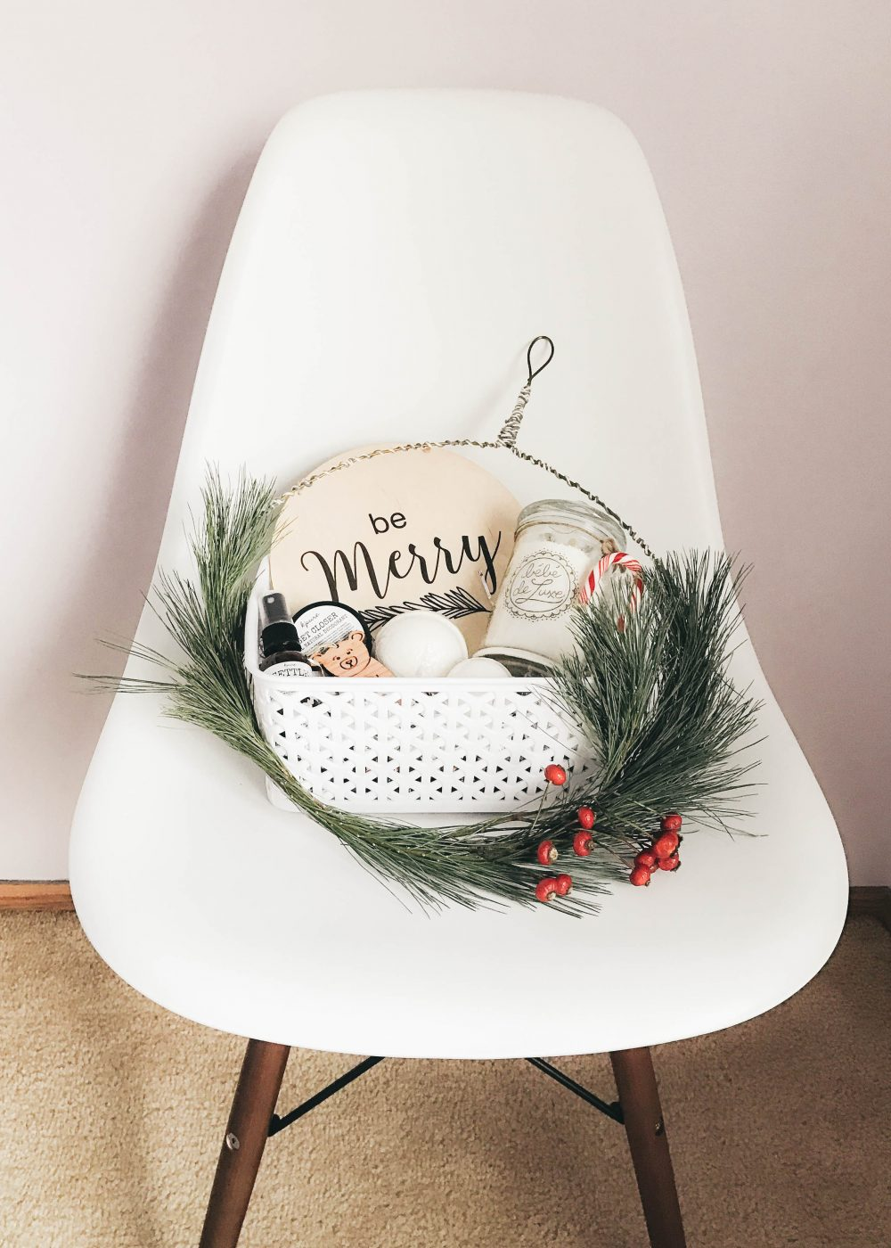 Handmade Holiday Gift Basket perfect for giving to the party host/ess #GuestWithTheBest