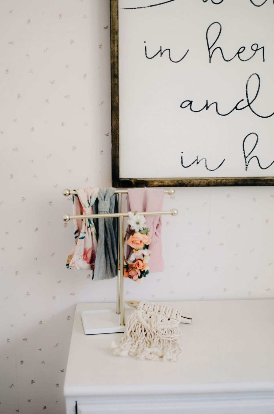 DIY Headband Holder | Minimalist Decor in Girls Shared Bedroom