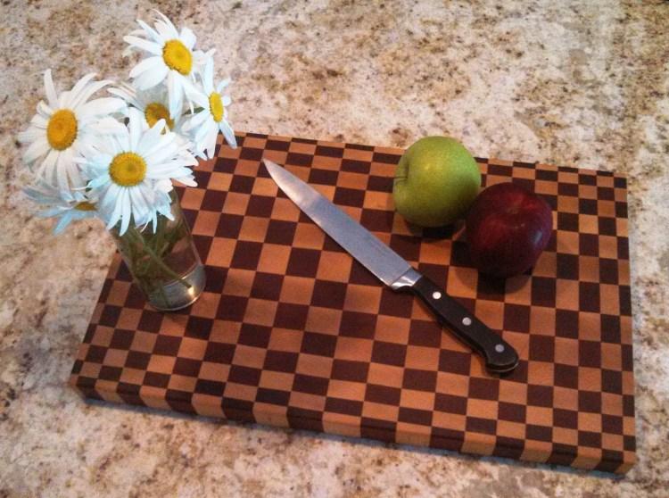 end-grain-dizzy-cutting-board-daisy-1