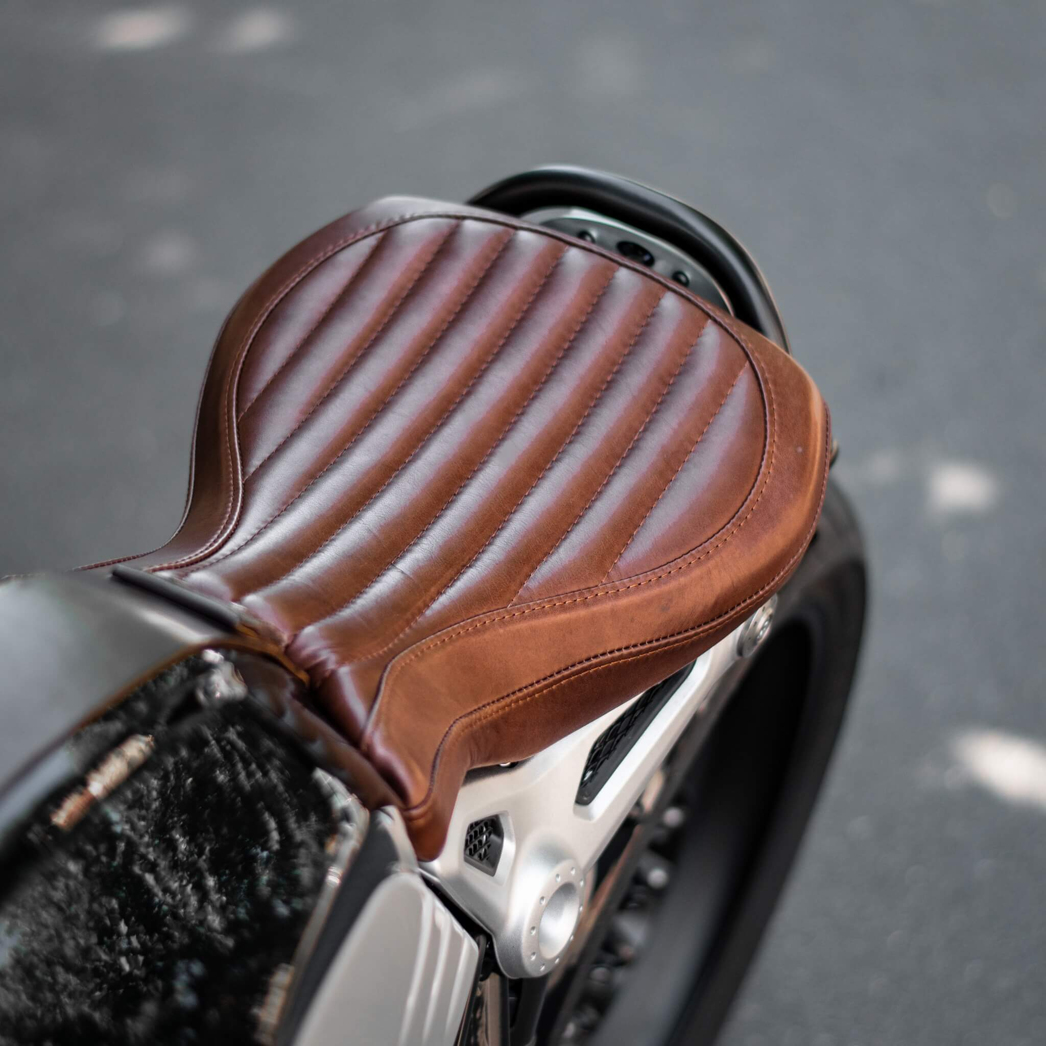 Selle sur mesure en cuir premium pour BMW Nine T