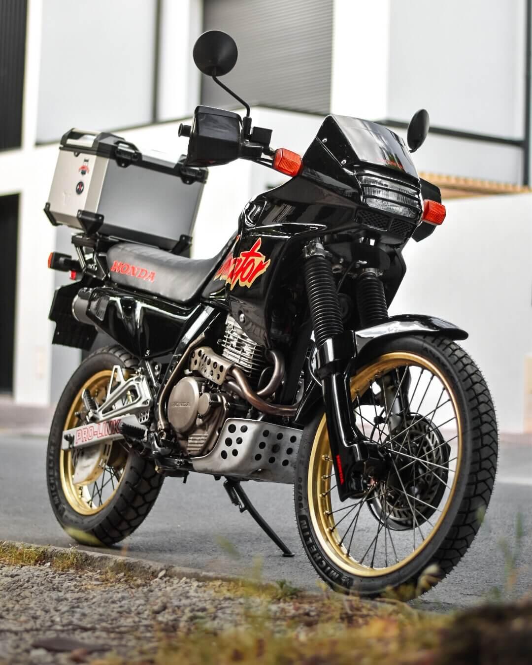 Honda Dominator NX 650 restauré