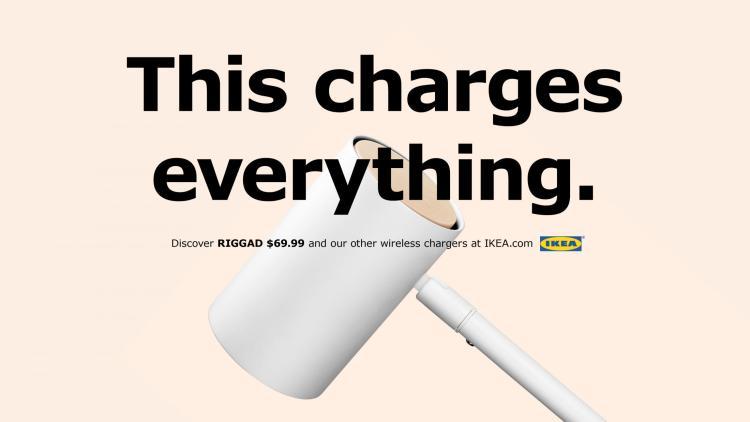 Ikea rinde homenaje a Apple