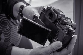 We were intrigued by the X-T2's innovative three-way tilting LCD. Most current digital cameras use fully articulated or non-articulating LCDs. It will be interesting to see how this new approach works out in practice.