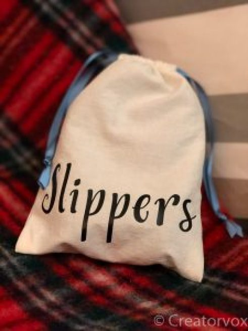 unbleached organic cotton gift bag decorated with the word 'slippers'
