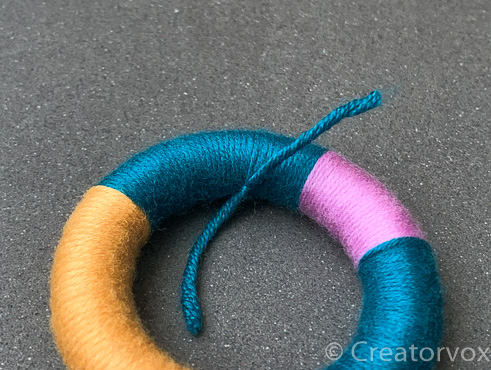ends of yarn tied together on napkin ring